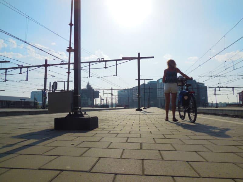 fietser-perron-amsterdam-cs-kw