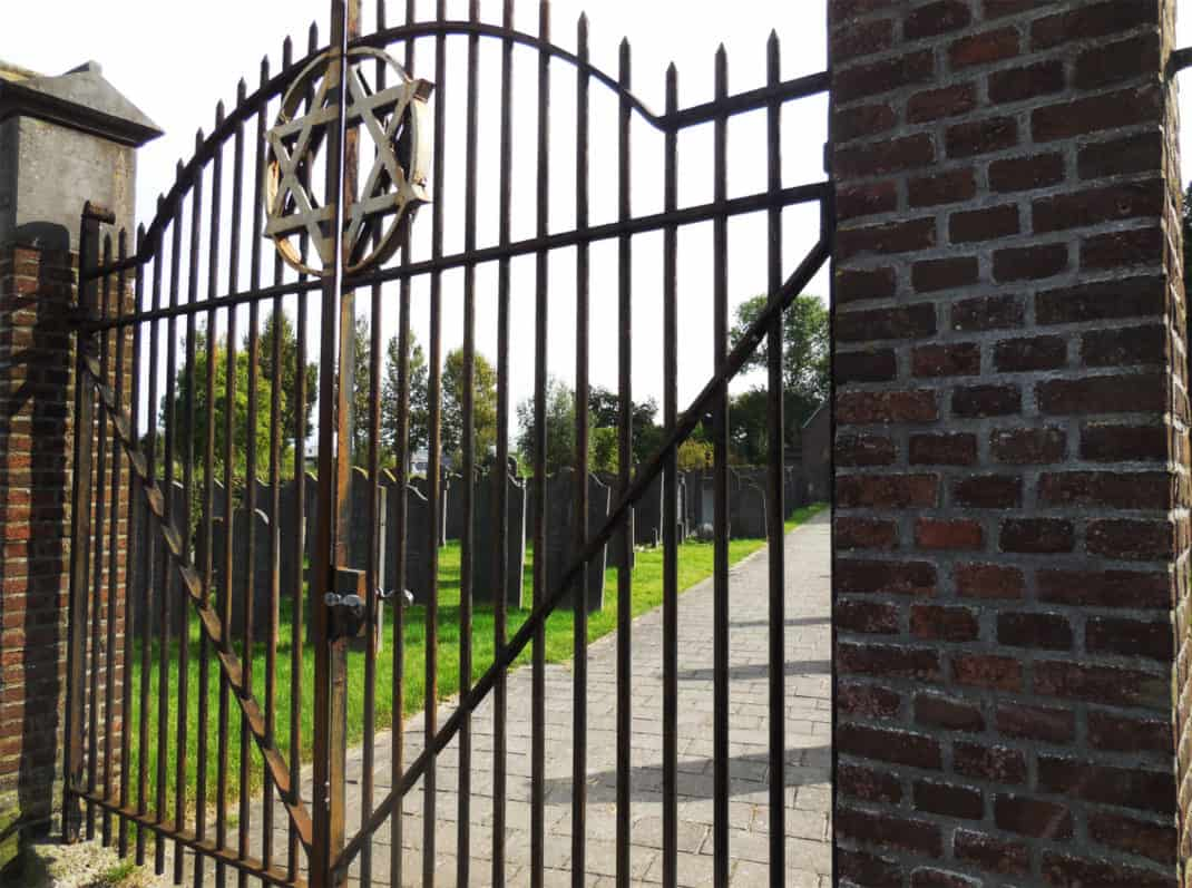 joodse-begraafplaats-haarlem-hek-kw