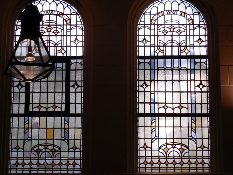 Ramen en lamp in de Oranjekerk